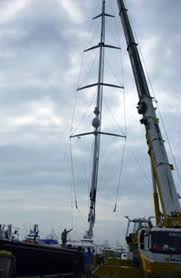 Mast Being unstepped!
