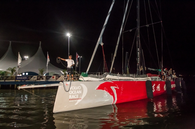 Dongfeng Race Team arriving in Itajaí after breaking their mast in the middle of Leg from New Zealand to Brazil. A reduced crew sailed the boat from Ushuaia under jury rig.